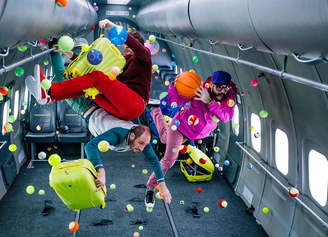 OK GO – Prima trupă care produce un clip într-un spaţiu fără gravitaţie